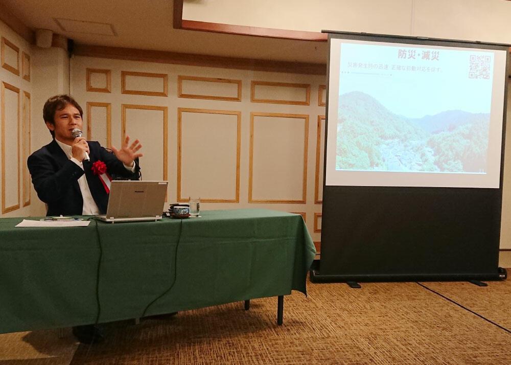 講演する高浜航(たかはま・わたる)大分県商工観光労働部長.jpg