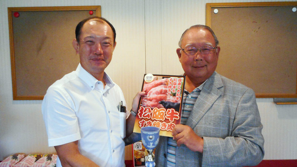 優勝した小原歯車工業の小原敏治社長(左)とTHKの寺町彰博社長(右).jpg