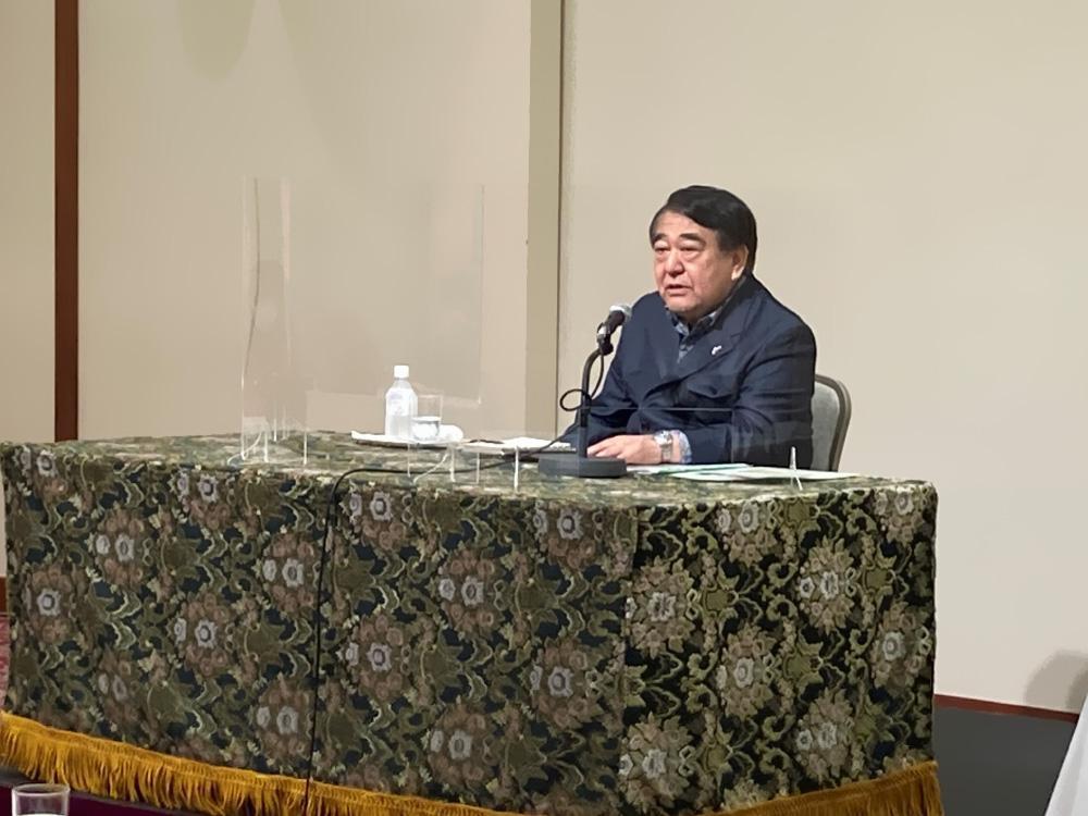 講演する寺島実郎氏.jpg